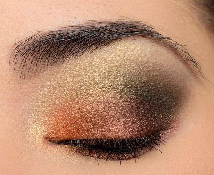 Sneak Peek Urban Decay Distortion Eyeshadow Palette