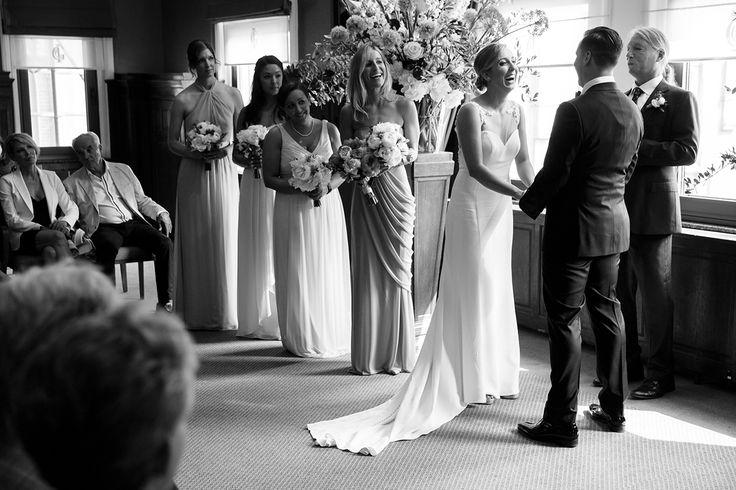 Locatie: Koninklijke Industrieele Groote Club// Bloemist: AP Bloem//Fotograaf: Mon et Mine// Bruidsjurk: van Martina Liana//Bruidsschoenen: TOMS Wedding Collection//Make-up en haar: Amber Weijers//Outfit bruidegom: SuitSupply