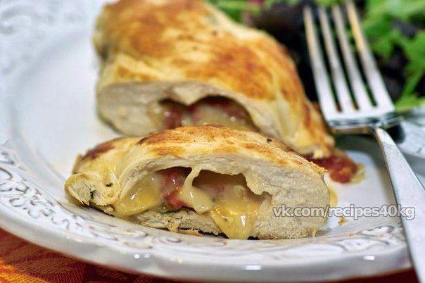 Куриная грудка с сыром   На 100 гр - 134.37 ккал  белки - 23.11 жиры - 3.35  углеводы - 3.02   Ингредиенты: Сыр — 120 грамм Куриная грудка — 3 штуки Яйцо — 1 штука Мука — по вкусу Панировочные сухари — по вкусу Соль, перец — по вкусу