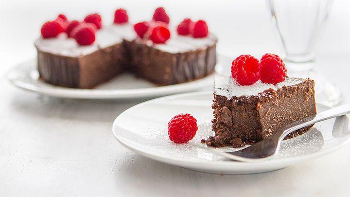 4 ingredient Chocolate Raspberry Cake