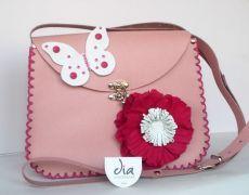 Geanta roz cu flori si fluture