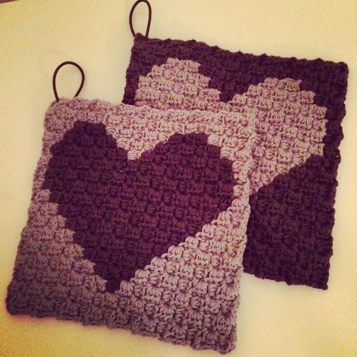 """""""Grydelapper til min søde tante  #hækletgrydelapper #hækle #hækler #hæklet #hækling #grydelapper #hjemmelavet #bomuldsgarn #hjertegarn #bybrandt #crochet…"""""""