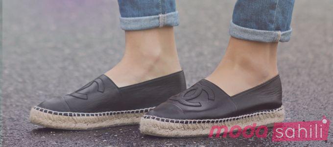 Moda gün geçtikçe kendini yeniliyor. Her kadının beğendiği ve dolabında bulundurduğu ayakkabı modellerinin yanı sıra, ayakkabı mağazaları tarafından yeni çıkarılan topuklu ayakkabı ve düz modelleri de bu furyaya ekleniyor.      Oxford Model Ayakkabılar  Bunlardan biri hem rahatlığı hem