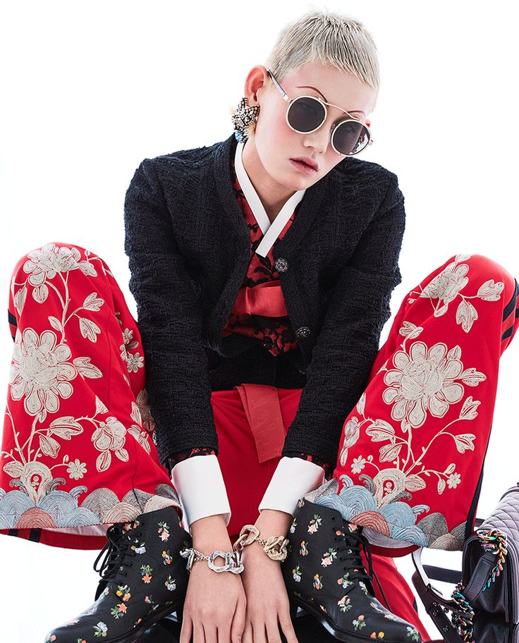 Padded black lace red jacket, gorgeous oriental embroidery pants Gucci (Gucci), chain bracelets and bags(Chanel) s-c