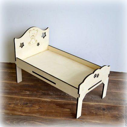 Купить или заказать Большая кровать для куклы, мишки и пр. из фанеры в интернет-магазине на Ярмарке Мастеров. Большая кроватка для куклы барби, любимого мишки или зайки и других игрушек. (продается без мишки). Мебель для кукольного домика. Выполнена из фанеры. Кровать: ширина 20 см, длина 35 см, высота изголовья 24 см. Размеры можно изменить! Данная кровать разработана для кукольного домика для барби: www.livemaster.ru/item/13887251-kukly-igrushki-dom-dlya-barbi-ogromnyj Еще большая...