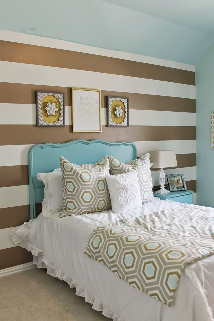 Shabby chic meets glam in this cute teens room. Gold and Turquoise, mixed  with