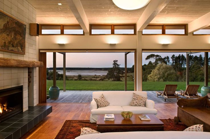 Wellington-based architectural firm Studio Pacific Architecture completed the Evill House project in 2009. This contemporary single story home is located in Nelson, a city on the eastern shores of Tasman Bay, New Zealand.