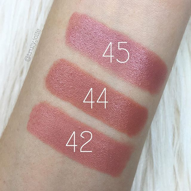 Quick swatches of the @rimmellondonus Lasting Finish by Kate Nude Collection lipsticks in 42 • 44 • 45 (I need to self tan again, I'm getting paler and paler ) #rimmel #nudelipsticks
