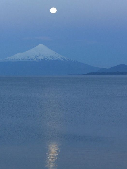 Insider's guide to volcano skiing in Chile: Moonrise over Osorno. Photo by mireyapeters
