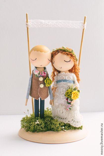 Фигурка деревянная для свадебного торта в рустикальном стиле. Деревянная фигурка для торта, которая останется с вами на всю жизнь.    Возможно выполнение фигурки на заказ по вашей фотографии.
