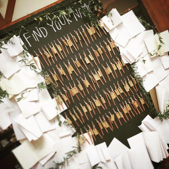 エスコートカードの鉛筆で、まっしろなノートに未来へのわくわくを...♡ #0822touch  #wedding #weddingdecoration #crazywedding #クレイジーウェディング #結婚式 #結婚準備 #art #escortcard #originalwedding