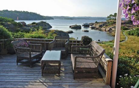 Flekkerøy  Prachtig vakantiehuis in een mooie omgeving. De mooie natuur en het badstrand hebben een romantische sfeer. Het huis is smaakvol ingericht en u heeft de hele dag zon. Geniet u van de Noorweegse zomernachten op uw terras. Er zijn ook goede zwem en visplekken. Het eiland Außer ligt op een afstand die u met de boot kan varen. De eigenaar woont soms in het naastgelegen huis.  EUR 590.00  Meer informatie  #vakantie http://vakantienaar.eu - http://facebook.com/vakantienaar.eu…