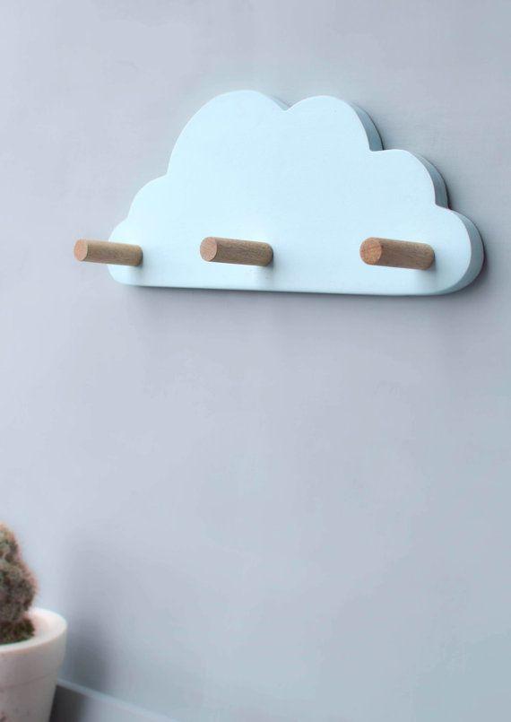 Hachiandtegs te trae un escandinavo inspirado Pastel azul nube pared gancho que fácilmente le dan a cada habitación el factor ensueño! Este gancho de la pared se crea perfectamente con grandes ganchos para colgar una especial Miss o Mr sombreros, bufandas, bolsa, capas o toallas.