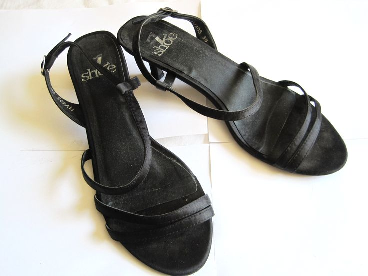 Sandalias negras # 38 5€