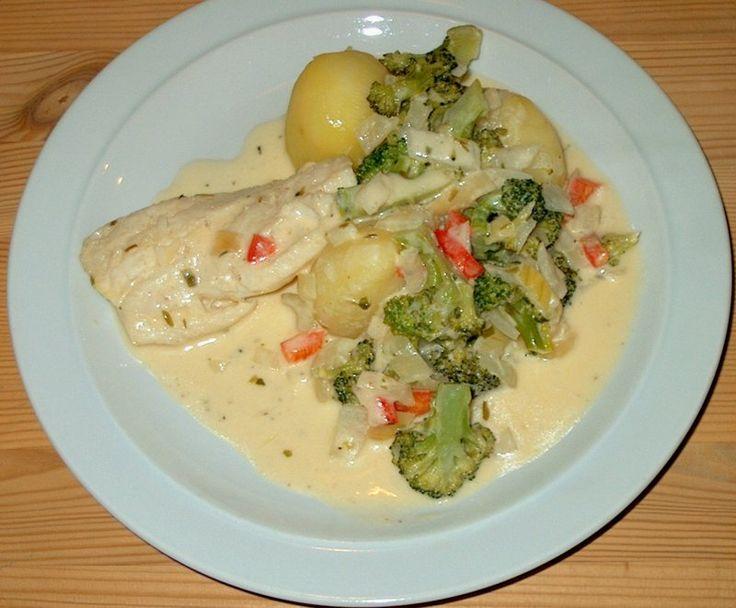 Fiskeret med broccoli og rød peber.