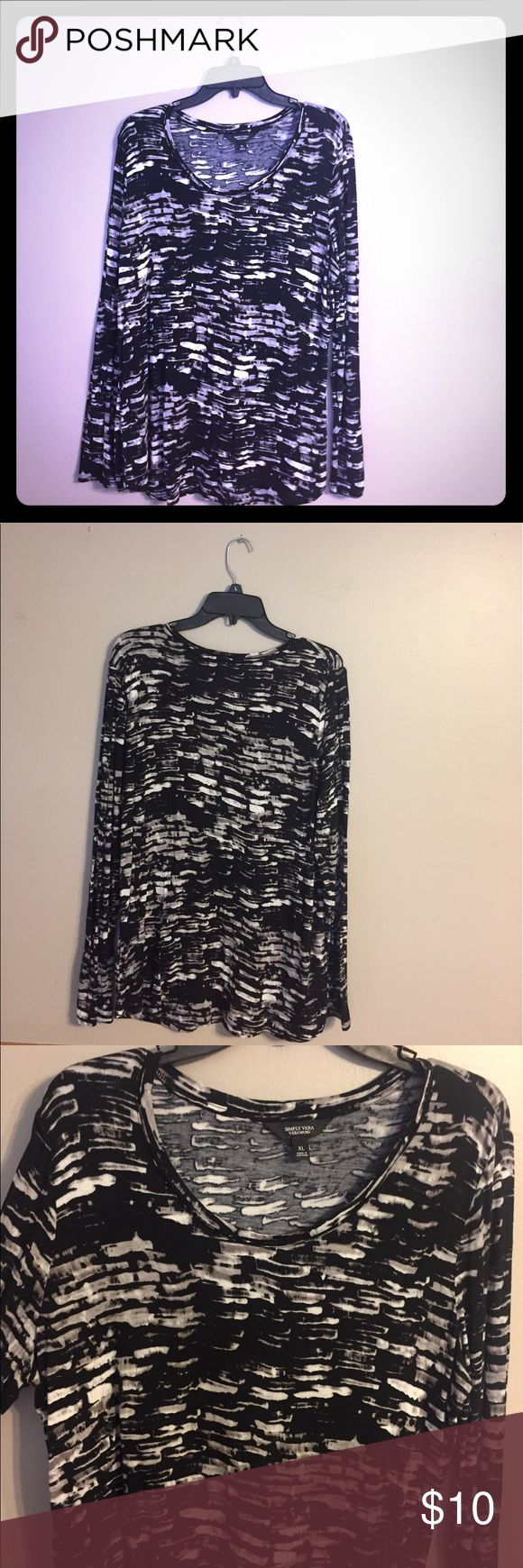 NWOT Simply Vera Wang Top NWOT long sleeve round hem top by Simply Vera Wang. Only worn once to try on. Cute casual top that can be worn business casual as well! Simply Vera Vera Wang Tops Tees - Long Sleeve