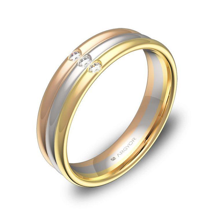 Una de las alianzas originales de ARGYOR1954, en forma de triple media caña en tres colores distintos. Una alianza de boda con 3 diamantes en talla brillante.