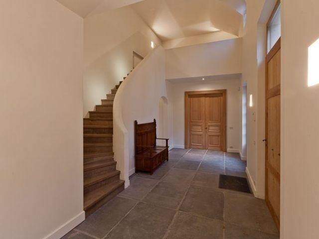 Huis te koop in Aalter - 1 375 000 € - Logic-immo.be - Rustig gelegen exclusieve villa op 3.033m² nabij centrum in de residentiële buurt 'het Loveld'. Villa met 2 ruime leefruimtes elk met open haard en zicht op de tuin. Ingerichte keuken met AGA fornuis,...