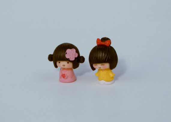 2 PC Girls with pink and yellow  Miniature Garden Plants Terrarium Doll House Ornament Fairy Decoration AZ7989