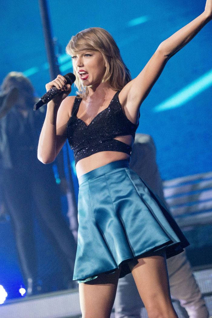 Taylor Swift performs in Glasgow for the 1989 World Tour