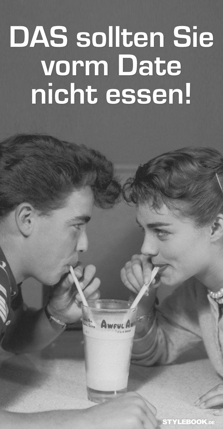 Liebe geht bekanntlich durch den Magen. Nicht-Liebe auch – wenn wir nämlich das Falsche beim romantischen Date essen. Chili con Carne (Blähungen!) oder Spaghetti aglio e olio (Mundgeruch!) sollten Sie lieber von der Menükarte streichen! STYLEBOOK.de stellt die größten Dinner-Fails vor – und welche Lebensmittel vielleicht sogar für eine neue Liebe sorgen...