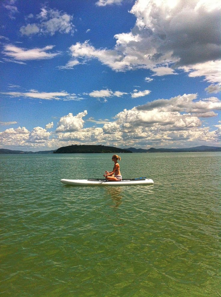 After a busy day, what better way to relax than a little SUP Yoga on Lake Trasimeno.