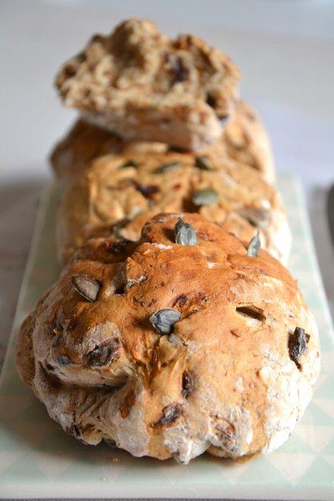 Petits pains complets aux tomates confites et olives noires { Sans MAP } http://www.lesrecettesdejuliette.fr