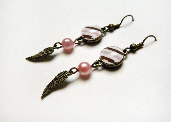 Boucles d'oreilles ailes à rayures blanches brunes par NotInDiamond, $10.00