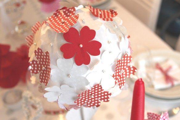Une table de no l en rouge et blanc noel tables and rouge - Table de noel rouge et blanc ...