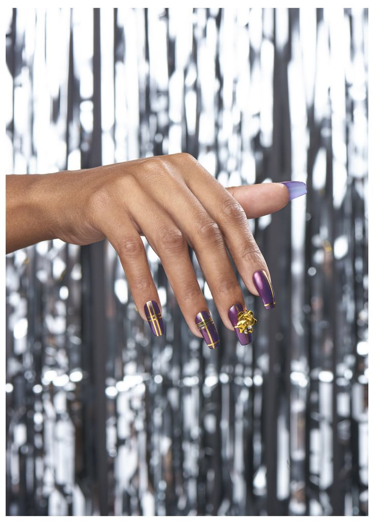 """""""Riff Off The Wrapping Paper"""" Holiday Nail Art"""