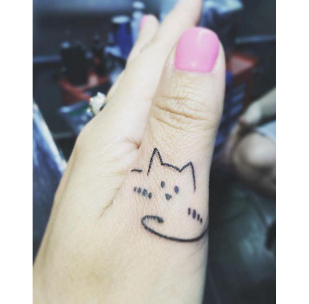 Les 25 meilleures id es de la cat gorie tatouages petit chat sur pinterest tatouages de chat - Tatouage derriere oreille douleur ...