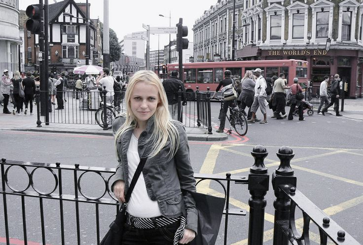 Camden Town weekend in London, casual minimal outfit, jeans, military jacket, stripes, black, white, The World's End pub