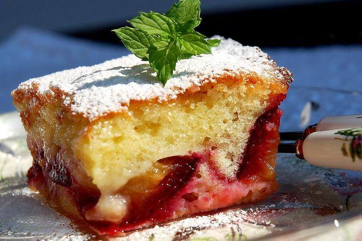 Mi šljive jako volimo, a moj muž voli i kolače sa šljivama...ovaj kolač se napravi jako brzo, samo mu treba malo vremena da se ispeče i ...