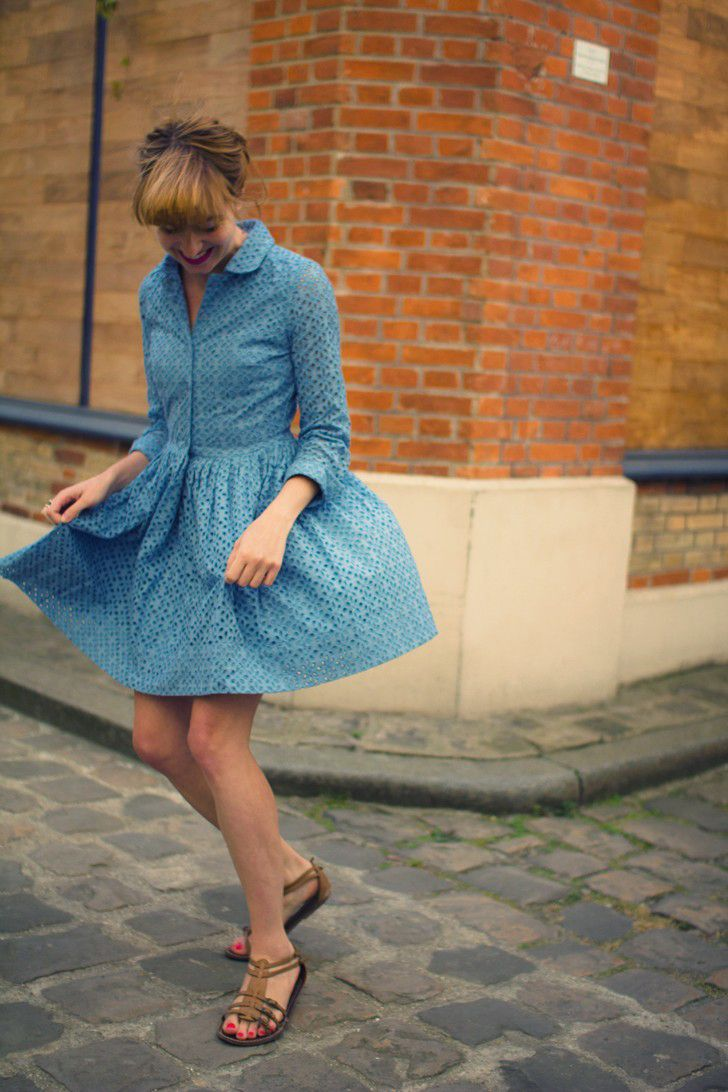 le blog de la mechante. perfect blue eyelet dress.