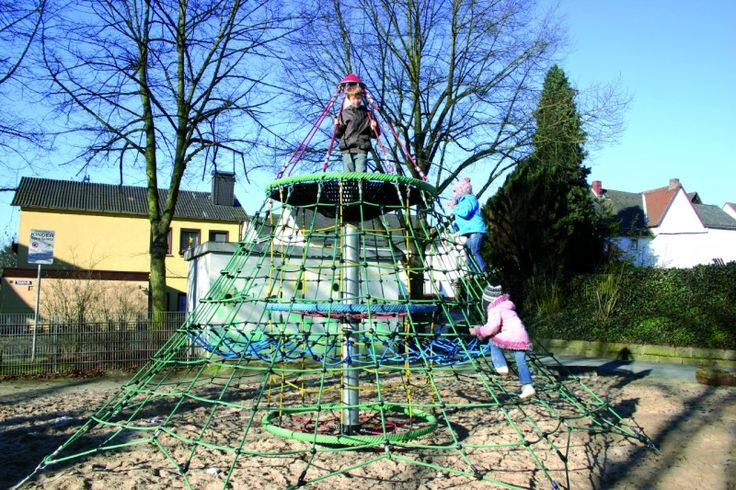 4.5M high climbing net, complete with 1900mm diameter nest basket near the top!  Includes additional features such as horizontal  play net & 2 Climbing Chimney Rings. #PlaygroundCentre #NetTowers #PlaySpace #PlayGround #Fun #Play #ClimbingNets #Towers #Nets #CascadeTower