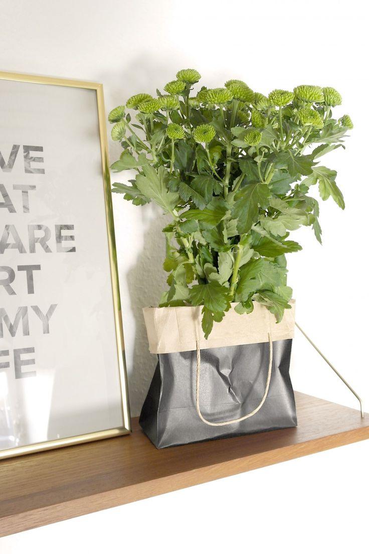 DIY sådan laver du en papirspose om til en vase Transform a paperbag to a vase