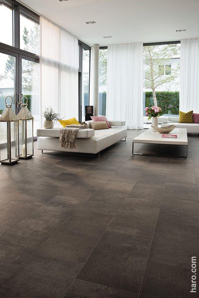 Wärme und Behaglichkeit von Holz mit der edlen Optik von Stein! Mit dem CELENIO Athos ferro wirkt dein Wohnzimmer besonders individuell.