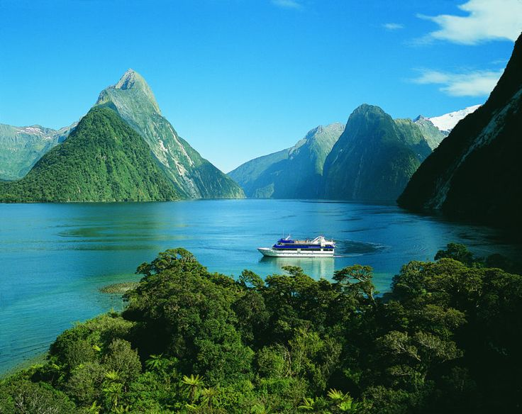 The Milford Track (Best Hike in the world) - New Zealand - 54 kilometers and 4 days of beauty. One of my biggest dreams