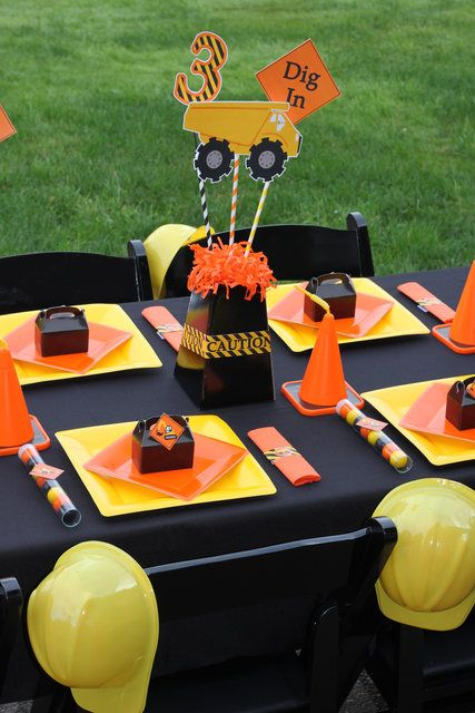 Construction, Dump Trucks Birthday Party Ideas | Photo 1 of 49 | Catch My Party