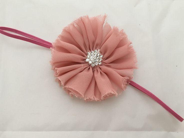 """""""Iben"""" Gammelrosa hårbånd med gammelrosa chiffon blomst made by MargretheDesigns. Enkelt hårpynt til både baby og børn. Perfekt hårbånd til barnedåb."""
