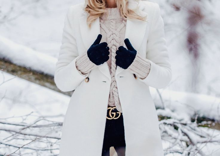 Winter Outfit Inspiration, White Coat, Chunky Knit, Gucci Belt - See the whole look on www.my-philocaly.com