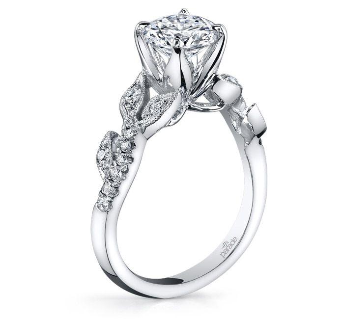 обручальное кольцо с круглым камнем