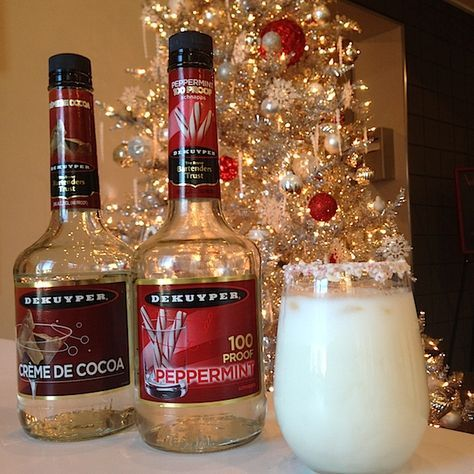 Peppermint Patty (or Party): 1 part @dekuyperusa peppermint schnapps 1 part @dekuyperusa creme de cacao white 2.5 parts half and half Build over ice, used crushed candy canes for a peppermint rim. And VOILA: Christmas in your mouth.