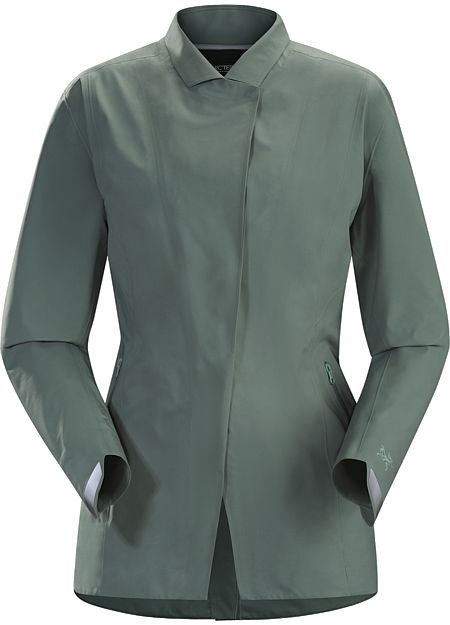 A2B Hardshell Blazer Women's Waterproof, breathable GORE-TEX® blazer for city bike commutes.