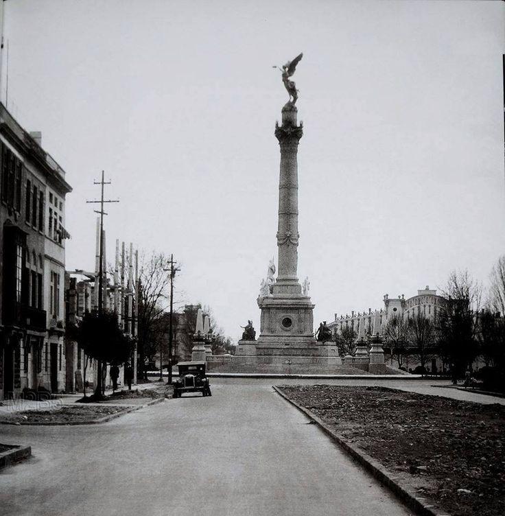 La Columna de la Independencia, vista desde la calle de Río Tiber, Ciudad de México. - 1926