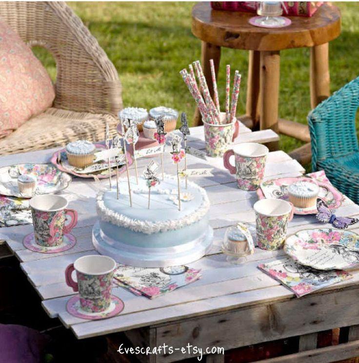 Alice im Wunderland-Motto-Parties, Alice Dekorationen, party in einem Feld 12, Jahrgang Alice Party set, REDUZIERTEN PREIS Cupcake Ständer ~ pack4 von evescrafts auf Etsy https://www.etsy.com/de/listing/269491654/alice-im-wunderland-motto-parties-alice