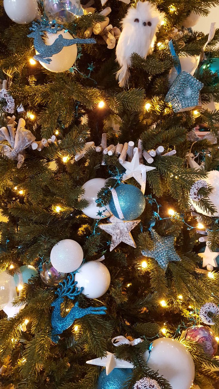 Frozen theme Christmas Tree Inspiration with white, blue & nature christmas ornaments | It's all about Christmas