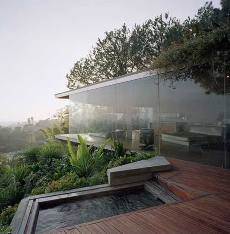 Modular repro in hill country? The Hollywood Hills is where you find this way cool glass house by John Lautner. It sits in a beautiful landscape, surrounded by nature and gives breathtaking views of LA. It combines innovative space ideas with modern organic architecture of wood and glass, polished concrete floors and a minimalist interior, giving the house a tranquil spa-like feel.