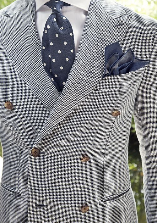 I'm not personally a huge fan of a double-breasted suit, but I like this look.