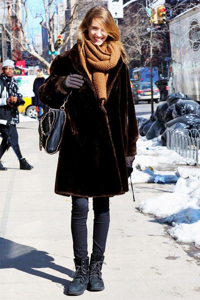 Лучшие зимние образы: стритстайл-фотографии с улиц Нью-Йорка, Парижа, Милана, Лондона | Vogue | Мода | STREETSTYLE | VOGUE
